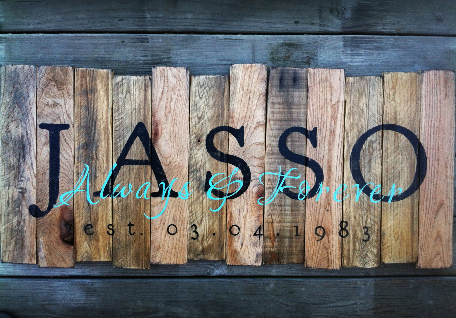 family name sign made with pallet wood | lou and elle